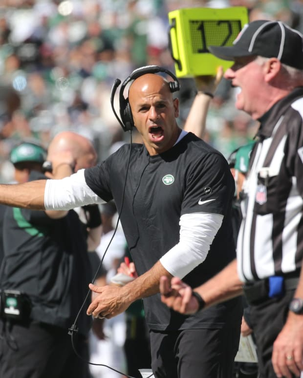 Jets head coach Robert Saleh argue with referee on sideline