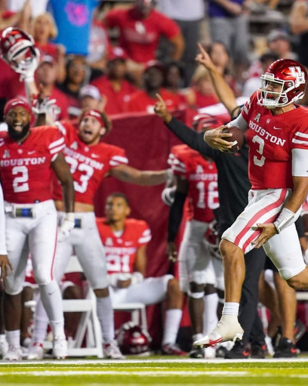 Sep 11, 2021; Houston, Texas, USA; Houston Cougars quarterback Clayton Tune (3) grabs his leg during a long run in the second half against the Rice Owls at Rice Stadium. Mandatory Credit: Daniel Dunn-USA TODAY Sports