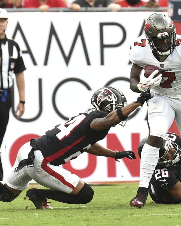 Sep 19, 2021; Tampa, Florida, USA; Tampa Bay Buccaneers running back Leonard Fournette (7) runs the ball in the first half against the Atlanta Falcons at Raymond James Stadium. Mandatory Credit: Jonathan Dyer-USA TODAY Sports