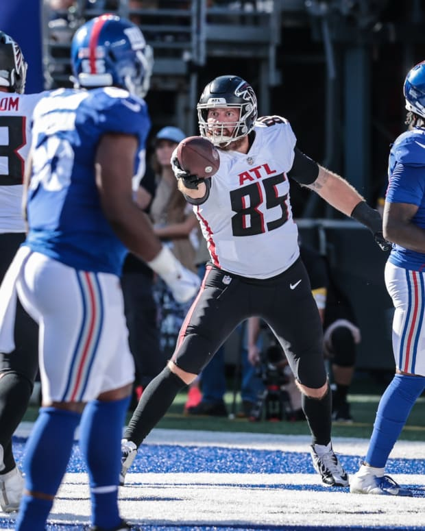 Sep 26, 2021; East Rutherford, New Jersey, USA; Atlanta Falcons tight end Lee Smith (85) celebrates after scoring a touchdown with offensive guard Chris Lindstrom (63) against the New York Giants during the second half at MetLife Stadium.