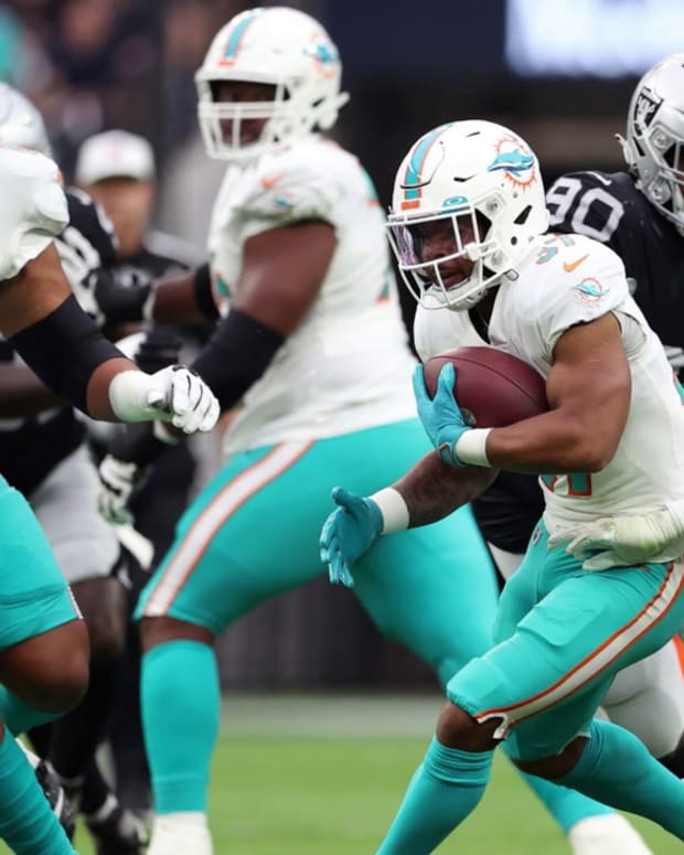 SNAPSHOTS_FROM_THE_MIAMI_DOLPHINS_WEEK_3-615117f13cae215649f86014_Sep_27_2021_1_10_07