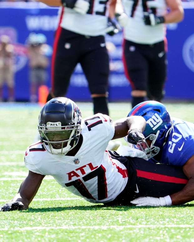 New York Giants cornerback Julian Love (20) hits Atlanta Falcons wide receiver Olamide Zaccheaus (17) in the first half at MetLife Stadium on Sunday, Sept. 26, 2021, in East Rutherford.