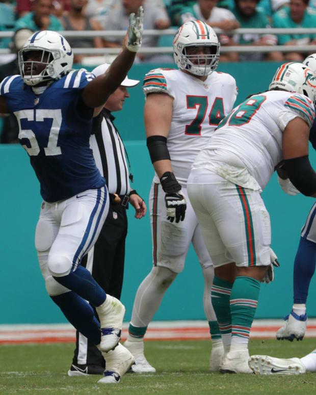 Kemoko Turay celebrates his Colts sack at Hard Rock Stadium in Miami Gardens, Fla., on Sunday, Oct. 3, 2021, during first half Miami vs. Indianapolis action. 100321 Coltsmiami 026 Jw