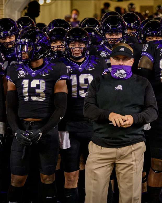 Gary Patterson pre game with his team