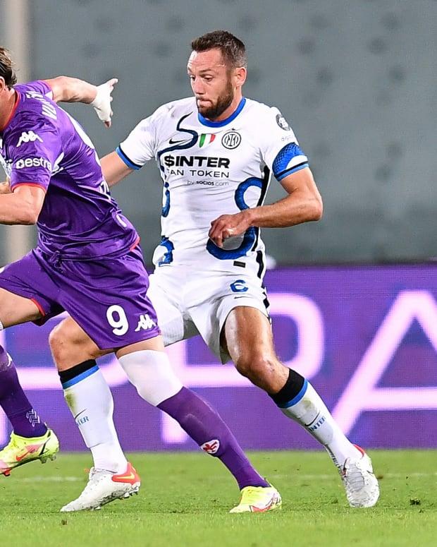 Dusan Vlahovic (Fiorentina) and Stefan De Vrij (Inter)