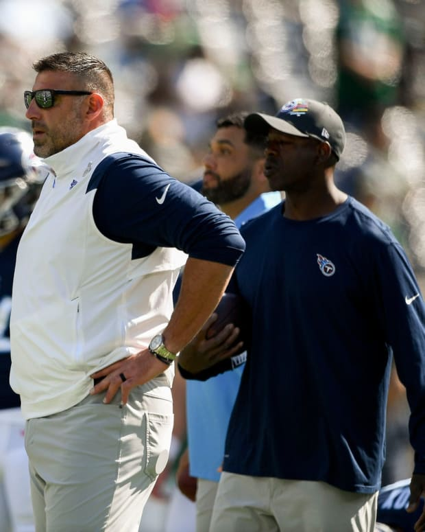 Tennessee Titans head coach Mike Vrabel watches his team as they get ready to face the Jets at MetLife Stadium Sunday, Oct. 3, 2021 in East Rutherford, N.J.