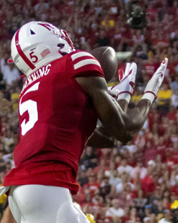 Omar Manning catch vs Michigan 2021 cropped