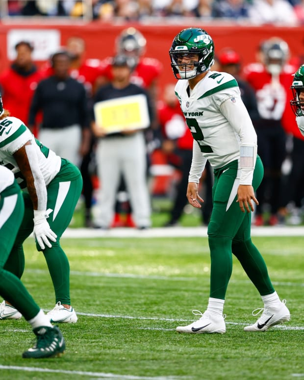 Jets QB Zach Wilson waits for snap in London