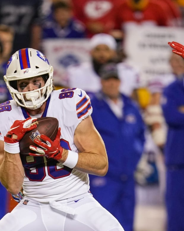 Bills tight end Dawson Knox (88) catches a pass against the Kansas City Chiefs Sunday night.