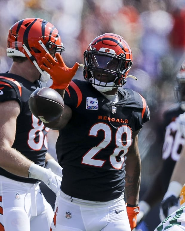 Oct 10, 2021; Cincinnati, Ohio, USA; Cincinnati Bengals running back Joe Mixon (28) reacts after moving the ball forward against the Green Bay Packers in the first half at Paul Brown Stadium. Mandatory Credit: Katie Stratman-USA TODAY Sports