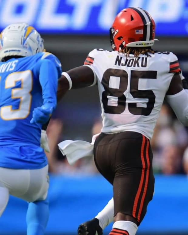 Cleveland Browns TE David Njoku Shines Against Los Angeles Chargers, Must be Featured Target