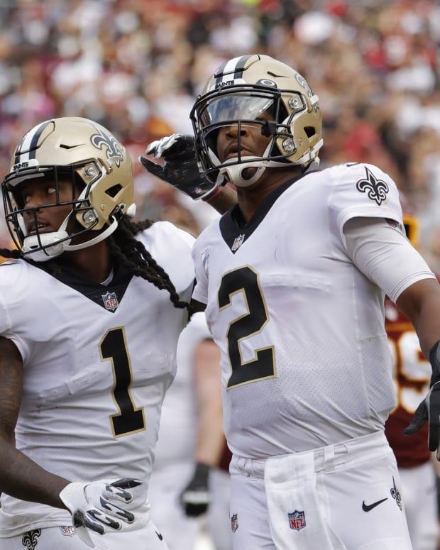 New Orleans Saints wide receiver Marquez Callaway (1) celebrates with New Orleans Saints quarterback Jameis Winston (2)