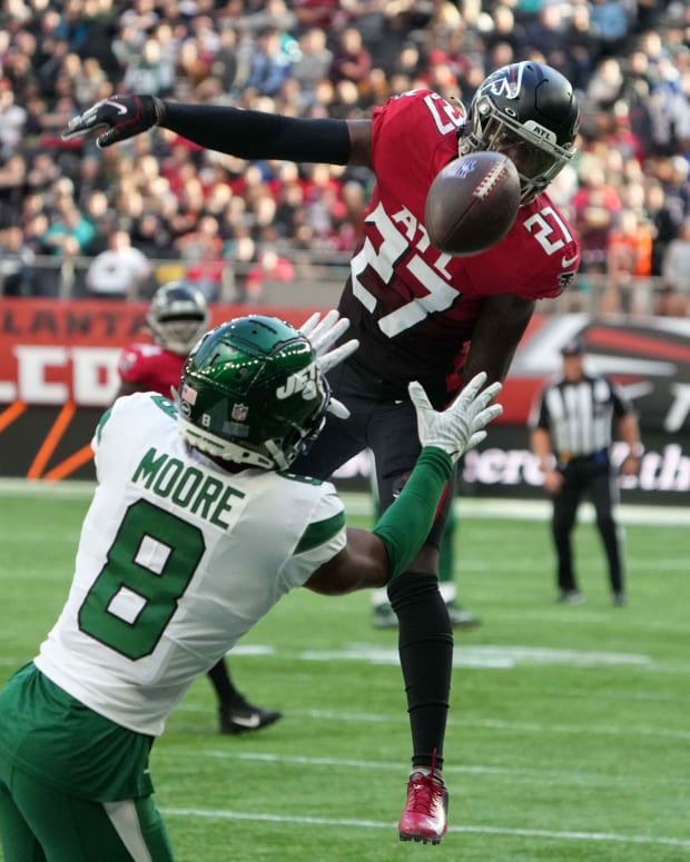 Jets WR Elijah Moore makes catch in London