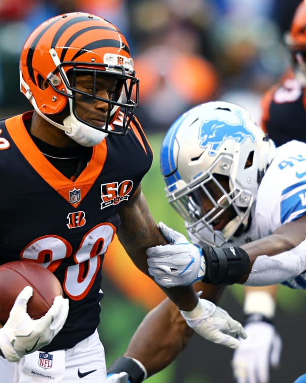 Dec 24, 2017; Cincinnati, OH, USA; Cincinnati Bengals running back Joe Mixon (28) carries the ball against the Detroit Lions in the first half at Paul Brown Stadium. Mandatory Credit: Aaron Doster-USA TODAY Sports