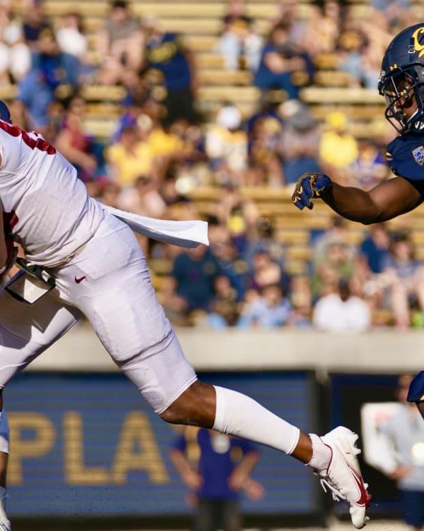 Washington State's De`Zhaun Stribling completes a touchdown reception against Cal.