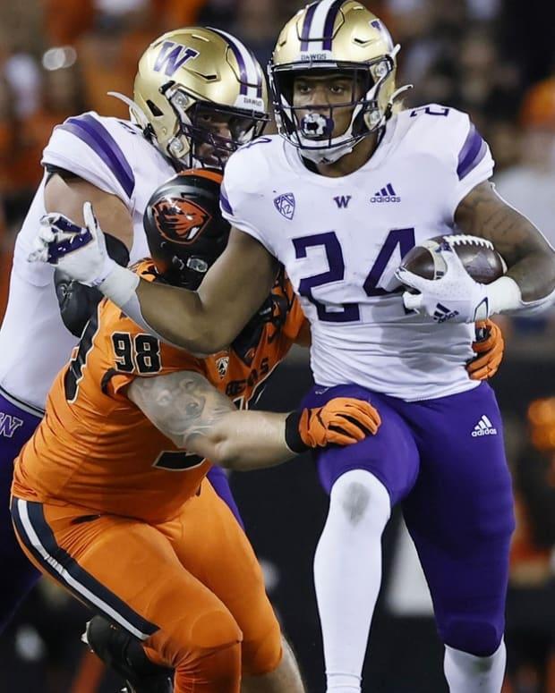 Kamari Pleasant breaks a tackle at OSU.