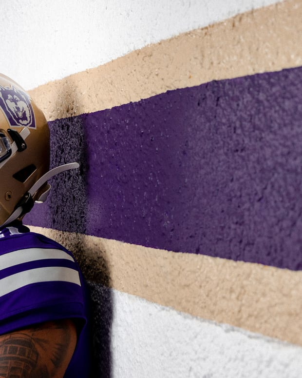 The Huskies will pull on 1990s throwback uniforms for U