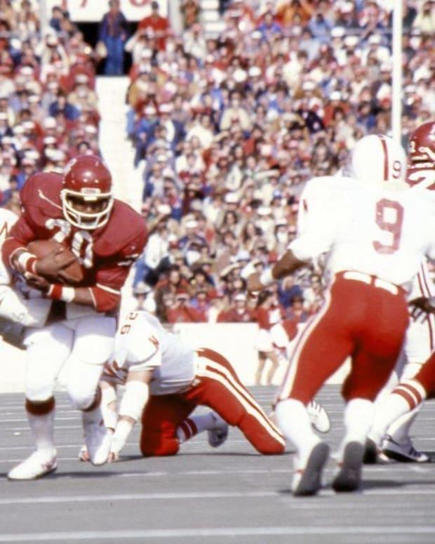 Billy Sims rushes for Oklahoma against Nebraska in 1979