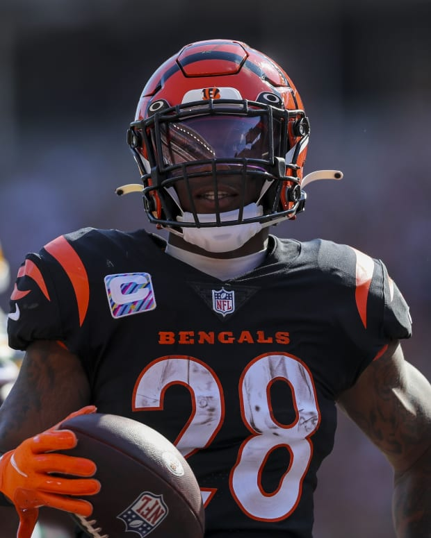 Oct 10, 2021; Cincinnati, Ohio, USA; Cincinnati Bengals running back Joe Mixon (28) runs the ball in for a touchdown against the Green Bay Packers in the second half at Paul Brown Stadium. Mandatory Credit: Katie Stratman-USA TODAY Sports