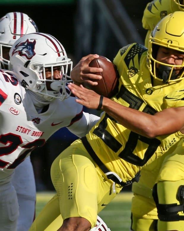 Oregon running back Travis Dye