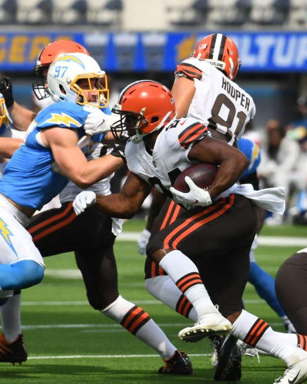 Oct 10, 2021; Inglewood, California, USA; Cleveland Browns running back Nick Chubb (24) runs the ball against the Cleveland Browns in the first half at SoFi Stadium. Mandatory Credit: Richard Mackson-USA TODAY Sports