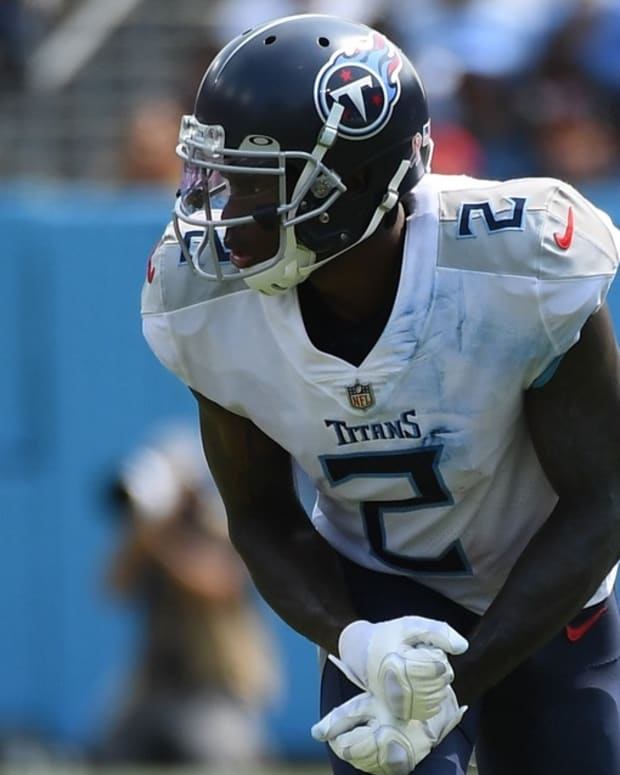 Tennessee Titans wide receiver Julio Jones (2) lines up on the line against the Arizona Cardinals at Nissan Stadium.