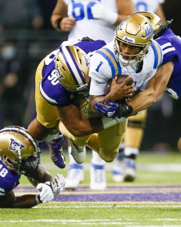 UCLA's Dorian Thompson-Robinson is tackled by Voi Tunuufi and Jackson Sirmon.