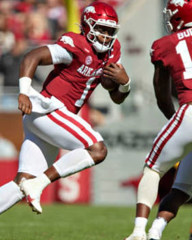 FAYETTEVILLE, ARKANSAS - OCTOBER 16: KJ Jefferson #1 of the Arkansas Razorbacks runs the ball in the first half during a game against the Auburn Tigers at Donald W. Reynolds Razorback Stadium on October 16, 2021 in Fayetteville, Arkansas. (Photo by Wesley Hitt/Getty Images)