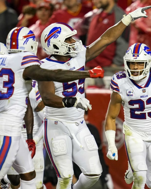 Micah Hyde (23) and the Bills celebrate Hyde's interception against the Kansas City Chiefs.