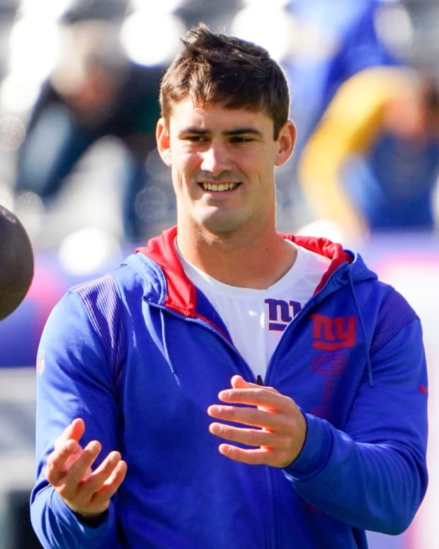 New York Giants quarterback Daniel Jones warms up before the Giants face the Los Angeles Rams at MetLife Stadium on Sunday, Oct. 17, 2021, in East Rutherford.