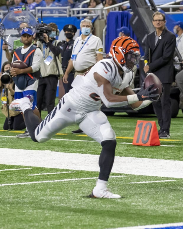 Oct 17, 2021; Detroit, Michigan, USA; Cincinnati Bengals running back Chris Evans (25) catches a pass for a first quarter touchdown against the Detroit Lions at Ford Field. Mandatory Credit: David Reginek-USA TODAY Sports