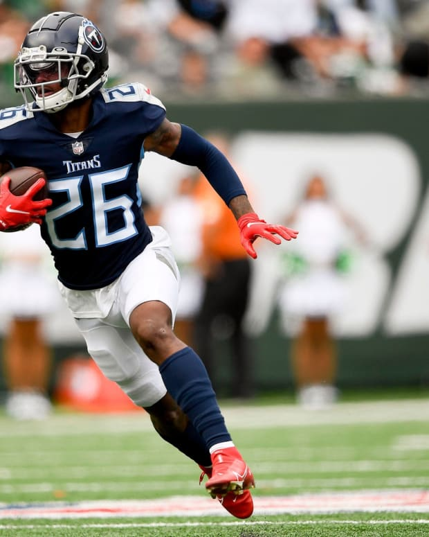 Tennessee Titans cornerback Kristian Fulton (26) races up the field with an interception during the second quarter at MetLife Stadium Sunday, Oct. 3, 2021 in East Rutherford, N.J.