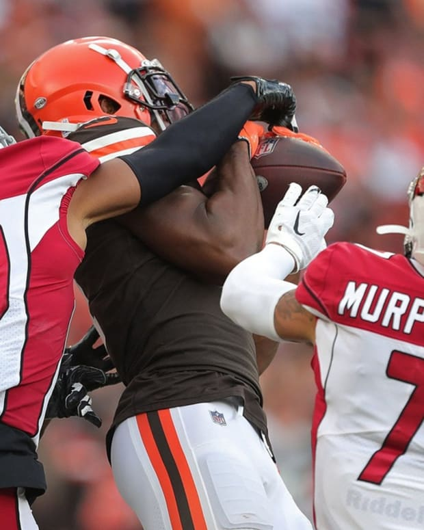 Cleveland Browns wide receiver Donovan Peoples-Jones (11) hauls in a touchdown pass between Arizona Cardinals cornerback Marco Wilson (20) and Arizona Cardinals cornerback Byron Murphy (7) late in the first half of an NFL football game at FirstEnergy Stadium, Sunday, Oct. 17, 2021, in Cleveland, Ohio. [Jeff Lange/Beacon Journal] Browns 1