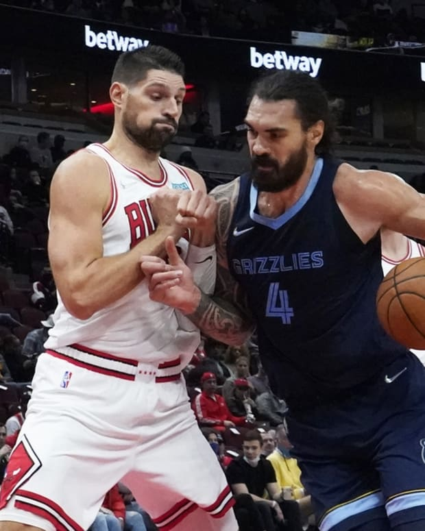 Oct 15, 2021; Chicago, Illinois, USA; Memphis Grizzlies center Steven Adams (4) is defended by Chicago Bulls center Nikola Vucevic (9) during the first half at United Center. Mandatory Credit: David Banks-USA TODAY Sports