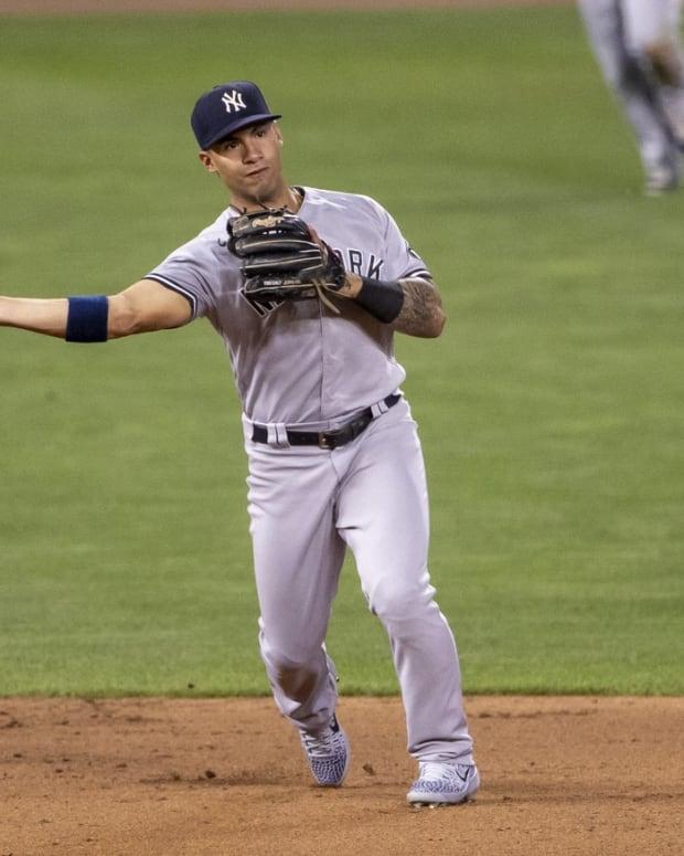 Yankees shortstop Gleyber Torres makes throw