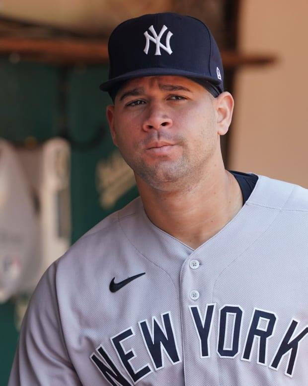 Yankees C Gary Sanchez walking in dugout