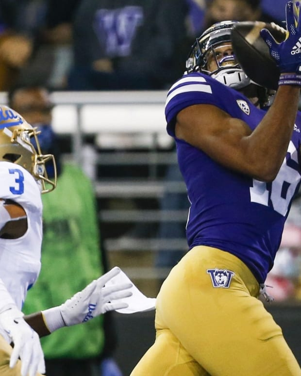 Rome Odunze grabs his first UW TD pass against UCLA.