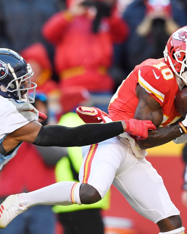 Kansas City Chiefs wide receiver Tyreek Hill (10) pulls in a touchdown catch defended by Tennessee Titans cornerback Logan Ryan (26) during the second quarter of the AFC Championship game at Arrowhead Stadium Sunday, Jan. 19, 2020 in Kansas City, Mo. Gw51487