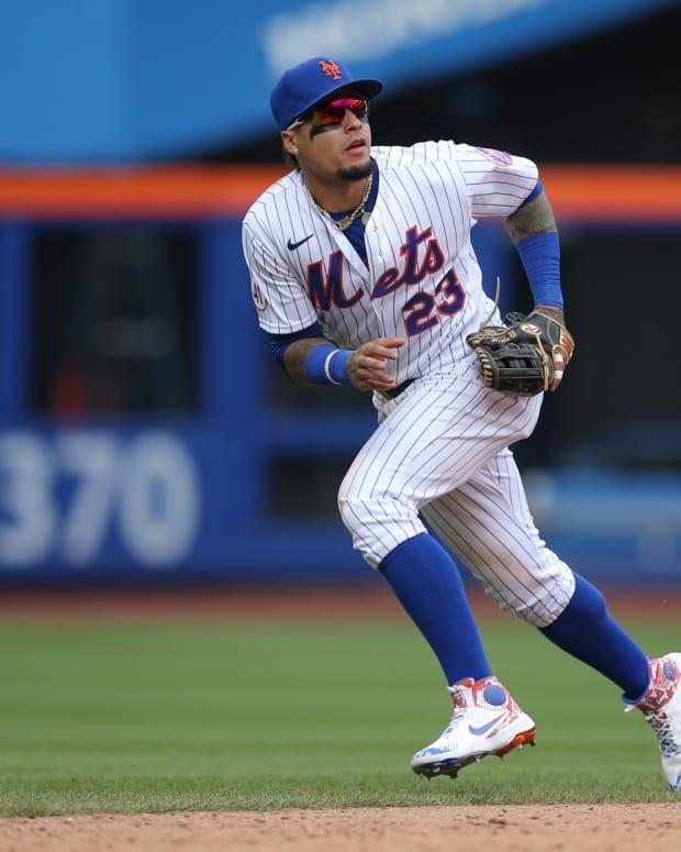 Mets SS Javier Baez playing defense
