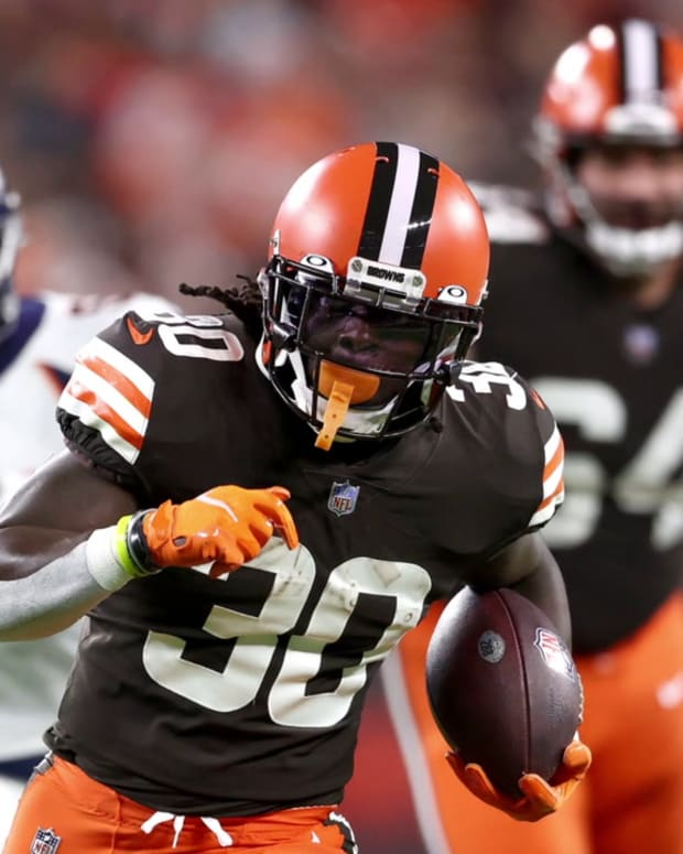 4 Thoughts on Cleveland Browns Dogfight vs. Denver Broncos
