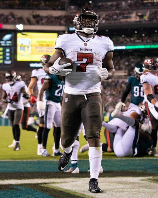 Oct 14, 2021; Philadelphia, Pennsylvania, USA; Tampa Bay Buccaneers running back Leonard Fournette (7) runs for a touchdown against the Philadelphia Eagles during the third quarter at Lincoln Financial Field. Mandatory Credit: Bill Streicher-USA TODAY Sports