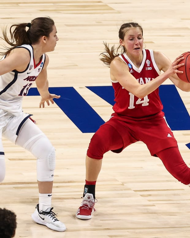 Ali Patberg controls the ball against the Arizona Wildcats in the Elite Eight.