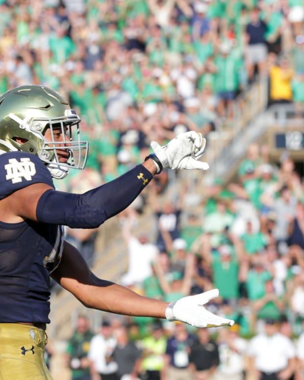 Kyle Hamilton Notre Dame Hand Signals