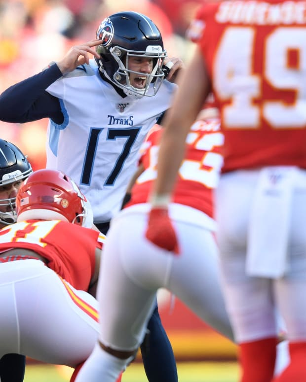 Tennessee Titans quarterback Ryan Tannehill (17) directs the team during the first quarter of the AFC Championship game against the Kansas City Chiefs at Arrowhead Stadium Sunday, Jan. 19, 2020 in Kansas City, Mo. An57371