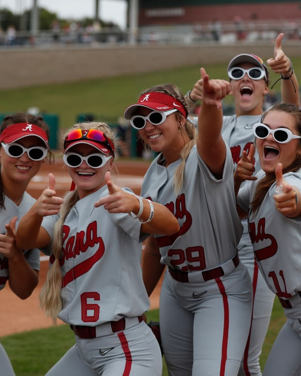 Alabama softball fun pose