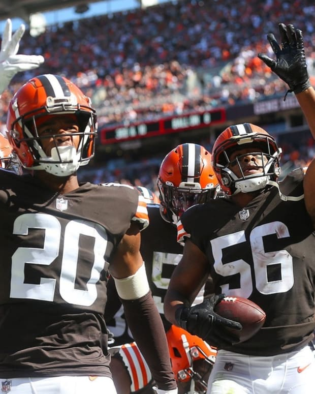 Cleveland Browns outside linebacker Malcolm Smith (56) celebrates with the defense after intercepting a pass thrown by Houston Texans quarterback Davis Mills (10) during the second half of an NFL football game, Sunday, Sept. 19, 2021, in Cleveland, Ohio. [Jeff Lange/Beacon Journal] Browns 11 Syndication Akron Beacon Journal