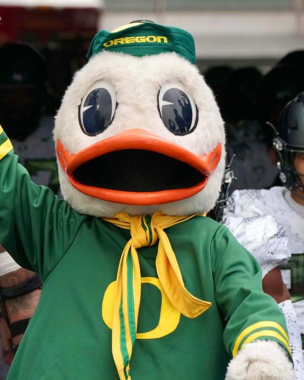 The Oregon Ducks mascot