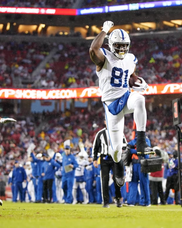 Oct 24, 2021; Santa Clara, California, USA; Indianapolis Colts tight end Mo Alie-Cox (81) scores a touchdown against the San Francisco 49ers in the first quarter at Levi's Stadium.