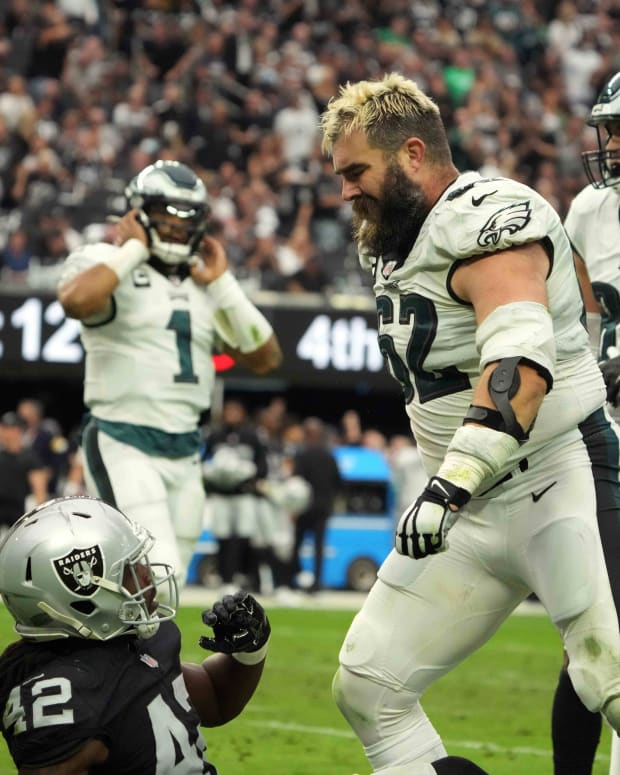 Jason Kelce's frustration boiled over against the Raiders