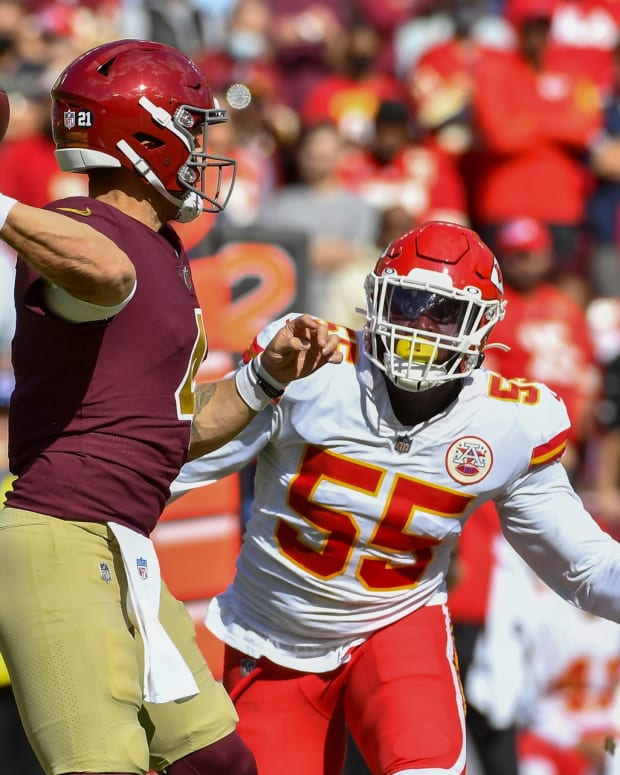 Oct 17, 2021; Landover, Maryland, USA; Kansas City Chiefs defensive end Frank Clark (55) pressures Washington Football Team quarterback Taylor Heinicke (4) during the first half at FedExField.